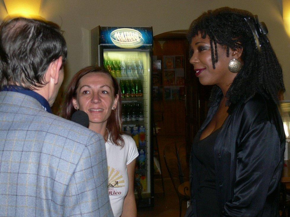 Joyce Hurley ochotně zodpověděla za účasti překladatele Antonína Pařízka všechny otázky Hranickému deníku.
