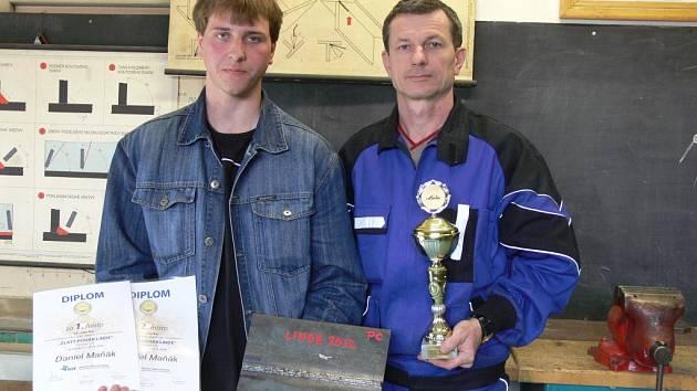 Vítěz mezinárodní soutěže Zlatý pohár Linde Daniel Maňák s učitelem Zdeňkem Otáhalem