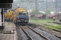 Čištění kolejí na hranickém nádraží