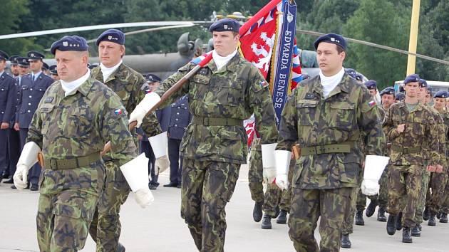 Na bochořském letišti si připomněli příslušníci 23. základny vrtulníkového letectva významný svátek – Den ozbrojených sil.