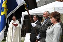 Svěcení praporu se ujal hranický děkan Jiří Doležel.