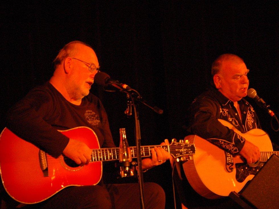 Společný koncert kdysi legendární dvojice bratří Františka a Jana Nedvědových se uskutečnil ve středu 15. dubna v Městském domě v Přerově.