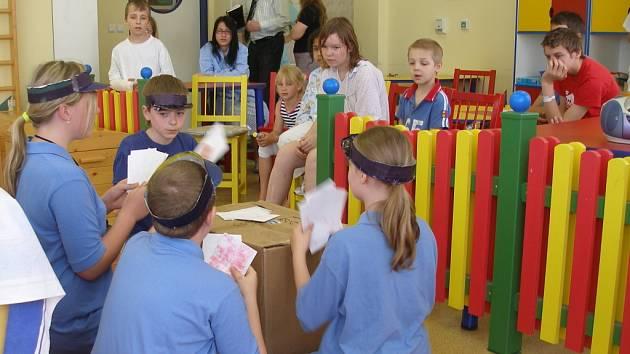 Vedení přerovské nemocnice připravilo pro své nejmenší pacienty divadelní představení v podání souboru Kandrdásek.