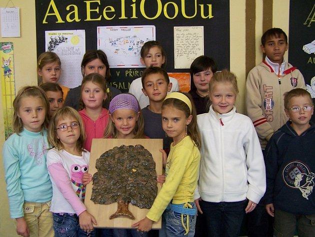 Stojanovu lípu do ankety Strom roku 2007 přihlásili zástupci obce a Mateřská a Základní škola v Beňově.