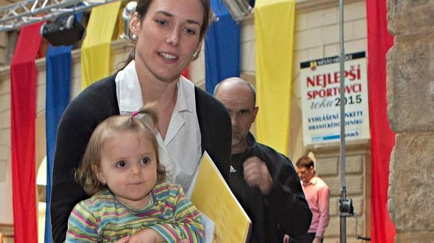 Triatlonistka Simona Křivánková na ocenění nejúspěšnějších sportovců Hranicka za rok 2015