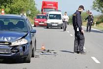Vážná dopravní nehoda zablokovala ve středu 17. června dopoledne silnici mezi Přerovem a Olomoucí v obci Kokory.