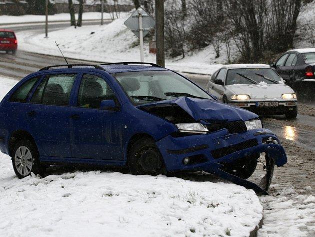 Nástup zimy je pro řidiče kritickým obdobím, kdy nejvíc havarují.
