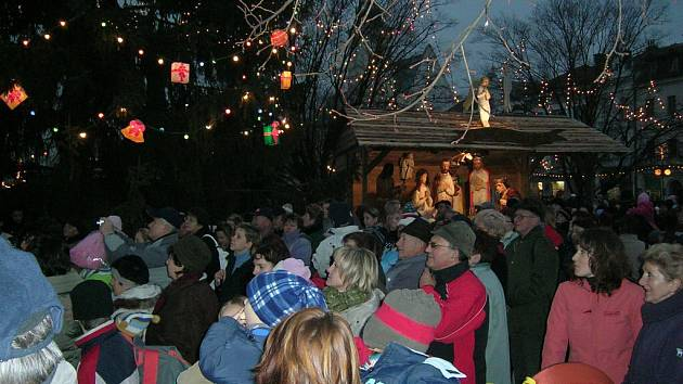 Při rozsvícení vánočního stromku bylo doprovázeno velkým zájmem Prostějovanů.