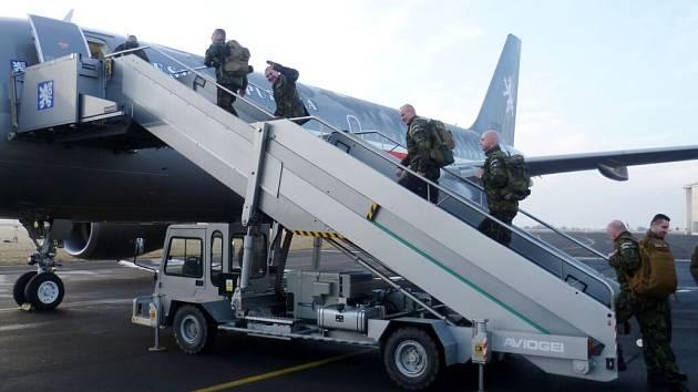 První skupina hranických vojáků odletěla v pondělí ráno na misi do afrického Mali.