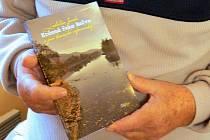 Ladislavu Jandovi vyšla kniha vzpomínek na život v Hranicích v polovině minulého století nazvaná Krásna řeka Bečva a jiné hranické vzpomínky