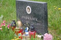 Vzpomínkový pomníček Ondrovi v ulici Svisle v Přerově.