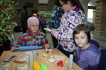 Zámecká dvorana hranického zámku patřila v pátek 4. prosince Dětskému vánočnímu jarmarku, který Dům dětí a mládeže Hranice pořádal již po šestnácté. V bohatém kulturním programu vystoupili žáci Základní umělecké školy Hranice, nebo také děti z kroužků.