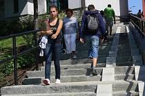 Schodiště vedoucí z náměstí 8. května na Šromotovo náměstí k Veličce