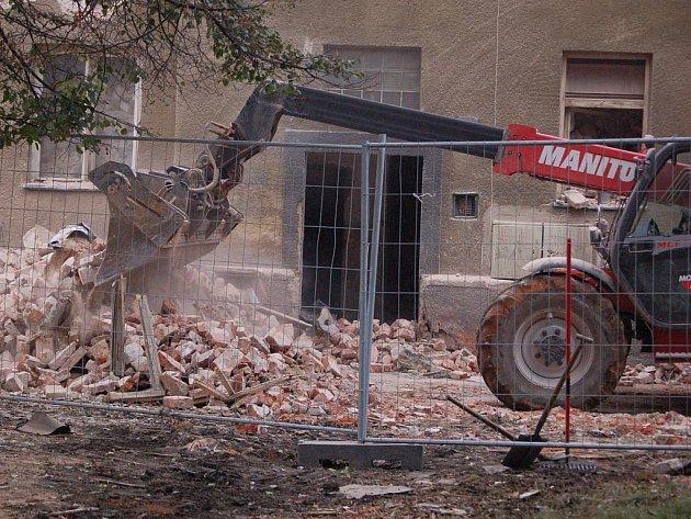 Bourání Škodovy ulice