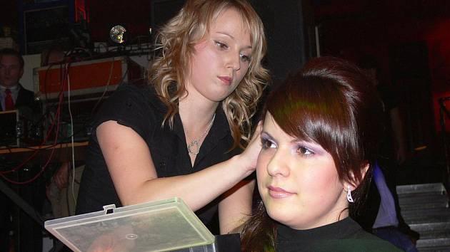 O kadeřnickou show měly zájem modelky i široká veřejnost.