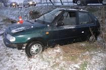 Muž jel ve směru od Kokor do Přerova a nepřizpůsobil rychlost jízdy mokré vozovce.