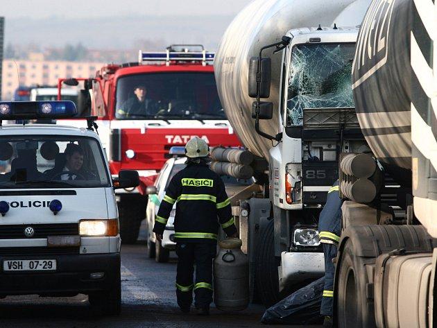 Srážka dvou kamionů v Hranicích zkomplikovala dopravu.