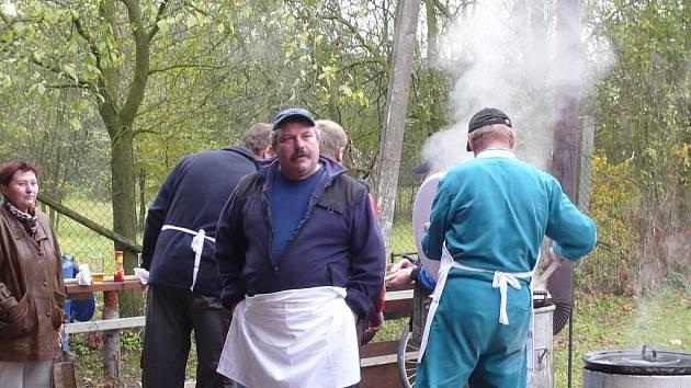 Vepřové speciality a koláče přilákaly řadu strávníků