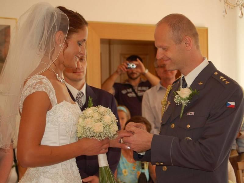 Desítku snoubenců přilákalo osmičkové datum do obřadní síně přerovské matriky.
