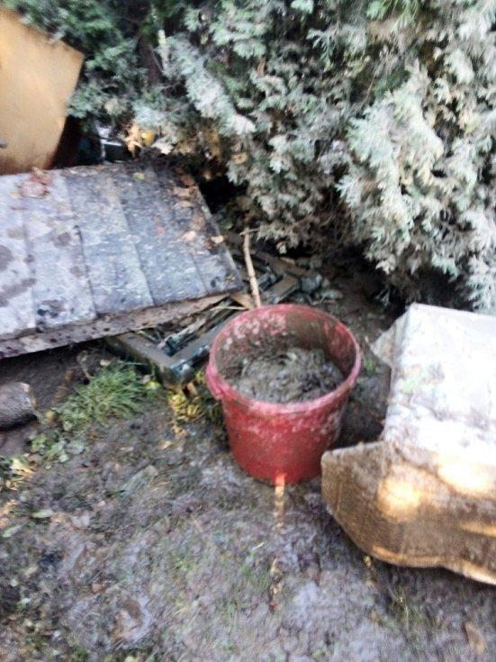 Voda v zahrádkářské kolonii dosahovala  ve středu 14. října 2020 místy až 1,5 metru. V sobotu a v neděli ji museli odčerpat hasiči.