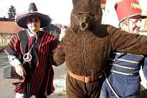 Vodění medvěda ve Skaličce.