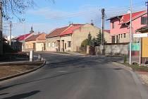 Zrekonstruovaná ulice Čs. armádního sboru v Prostějově-Vrahovicích.