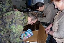 Vojáci z lipnického útvaru civilně vojenské spolupráce CIMIC přivezli ve čtvrtek 15. ledna z Čech dárky pro afghánské děti. Sbírku uspořádali v Chotěboři učitelé zdejších základních škol.