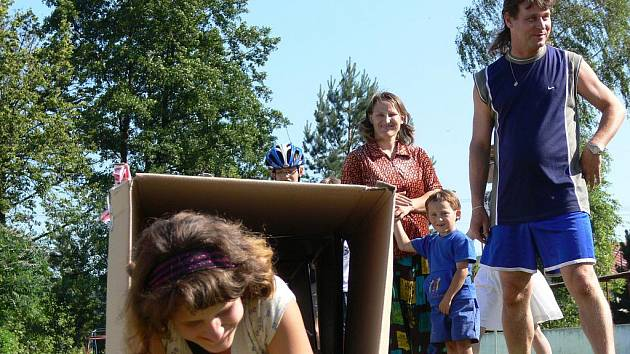 Přivítat prázdniny přišly děti v sobotu odpoledne do Drahotuší u Hranic. V areálu Na kluzišti na ně čekala celá řada soutěžních úkolů.