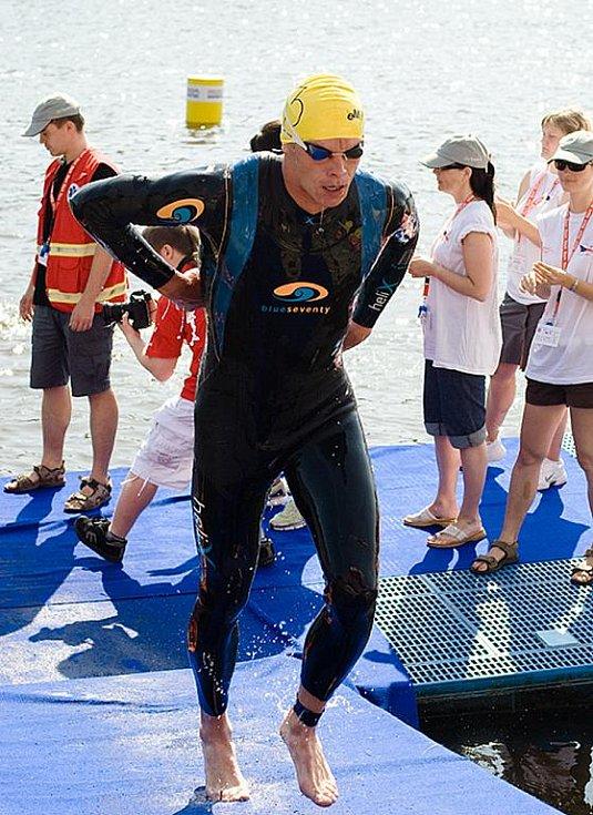 Karol Džalaj při výbíhání z vody.