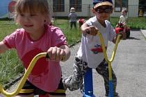 V Mateřské škole Míček na Galašově ulici si děti užívaly sluníčka.