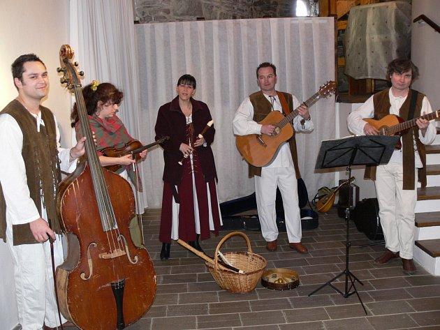 V sobotu 22. března vystoupila na Helfštýně historická hudební skupina Camerata.