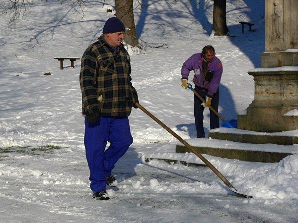 Odklízení sněhu ve Stříteži nad Ludinou