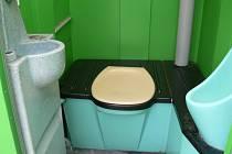Jako veřejné záchody slouží v Hranicích budky Toi Toi.