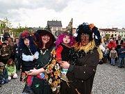 Do Lipníku nad Bečvou zavítaly také celé čarodějnické rodiny.