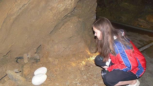 Zbrašovské aragonitové jeskyně v Teplicích nad Bečvou až do konce října hostí výstavu děl vsetínského sochaře Miroslava Machaly s názvem Danaé v jeskyni
