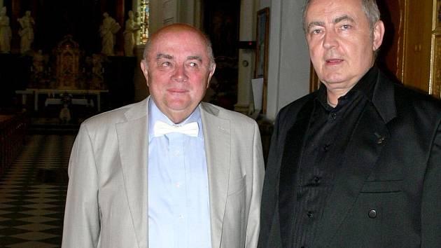 Varhaník Josef Vacula (vlevo) a operní pěvec Dalibor Hrda před slavnostním koncertem v Hranicích