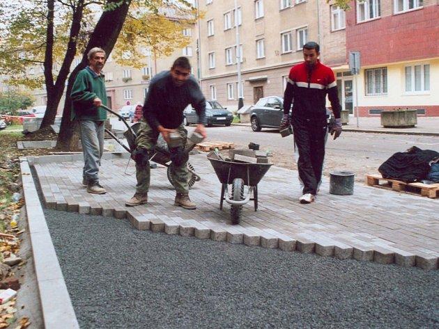 Od tohoto týdne mohou využívat návštěvníci magistrátu v Bratrské ulici v Přerově nové parkoviště.