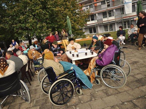 Slavnostní předávání zrekonstruovaného hranického Domova seniorů klientům