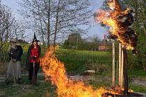 Pálení čarodejni na kluzišti v Drahotuších.
