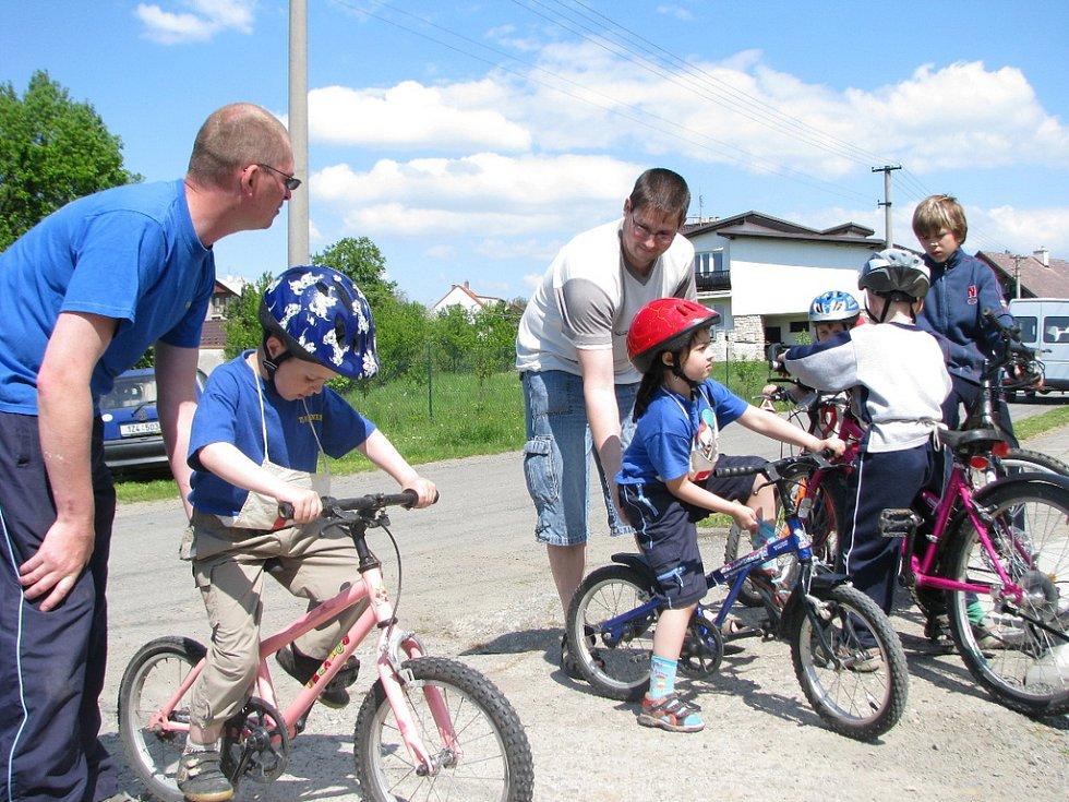V Mrlínku se 10. 5. 2008 konal sedmý ročník cyklistických závodů Giro Vašuťák s doplňkovým závodem Nalož babu a jeď.