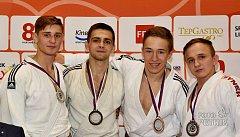 Hraničtí judisté z oddílu Judo Železo uspěli na seniorském mistrovství republiky. Tomáš Beran (druhý zleva)