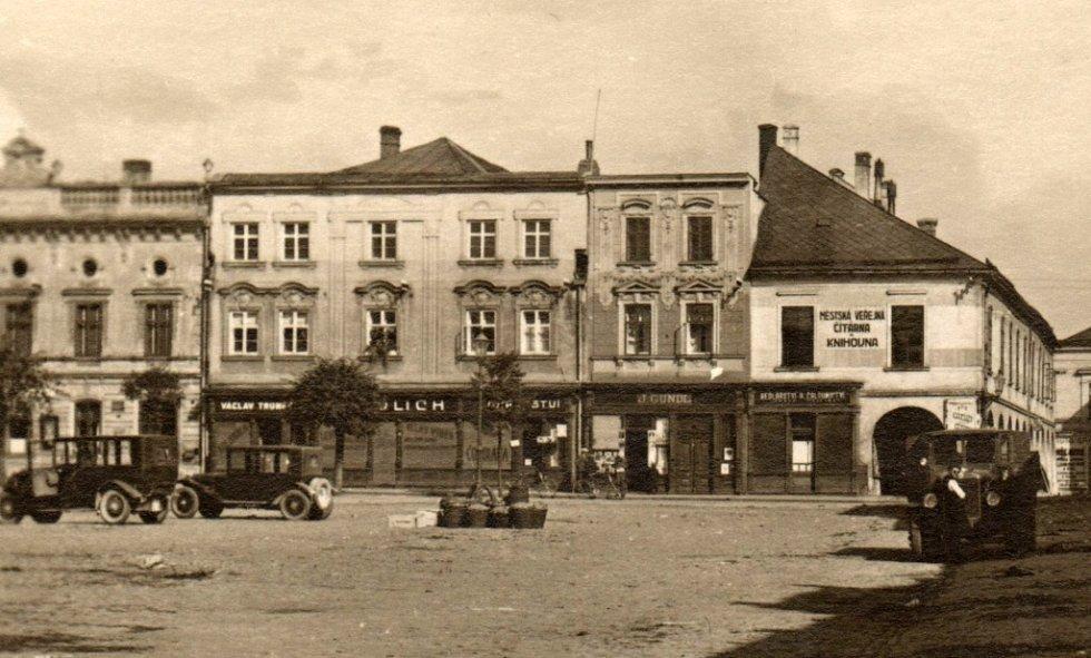 Městská knihovna Lipník nad Bečvou slaví v roce 2021 už 100 let.