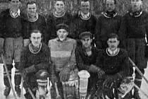 Hokejové družstvo v roce 1940.