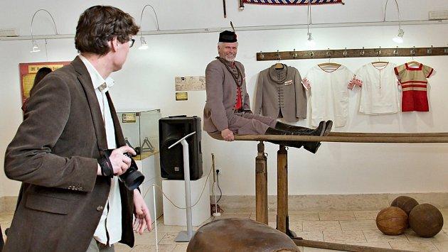 Výstava mapující historii hranického Sokola na Staré radnici