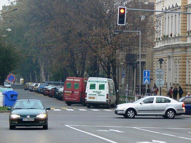 Jízda na červenou a další dopravní přestupky se řidičům z Prostějova prodraží. Zvlášť, když ignorují výzvu k zaplacení pokuty.