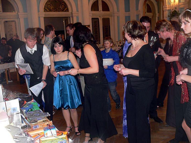 Zábava až do nedělního rána probíhala v hranickém Zrcadlovém sále, kde se konal společenský večírek klubu BMX Hranice.