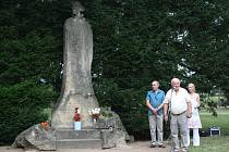 Významný den si připomněli obyvatelé Hranic v Sadech československých legií. Na šedesát lidí zde uctilo pamatáku mistra Jana Husa, od jehož upálení uplynulo v pondělí 6. července šest set let.