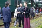 David Guttmann s chotí přivítali na nádraží v Tovačově.