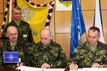 Podpis dohody mezi velitelem 7. mechanizované brigády Hranice a vojenskou střední školou v Moravské Třebové