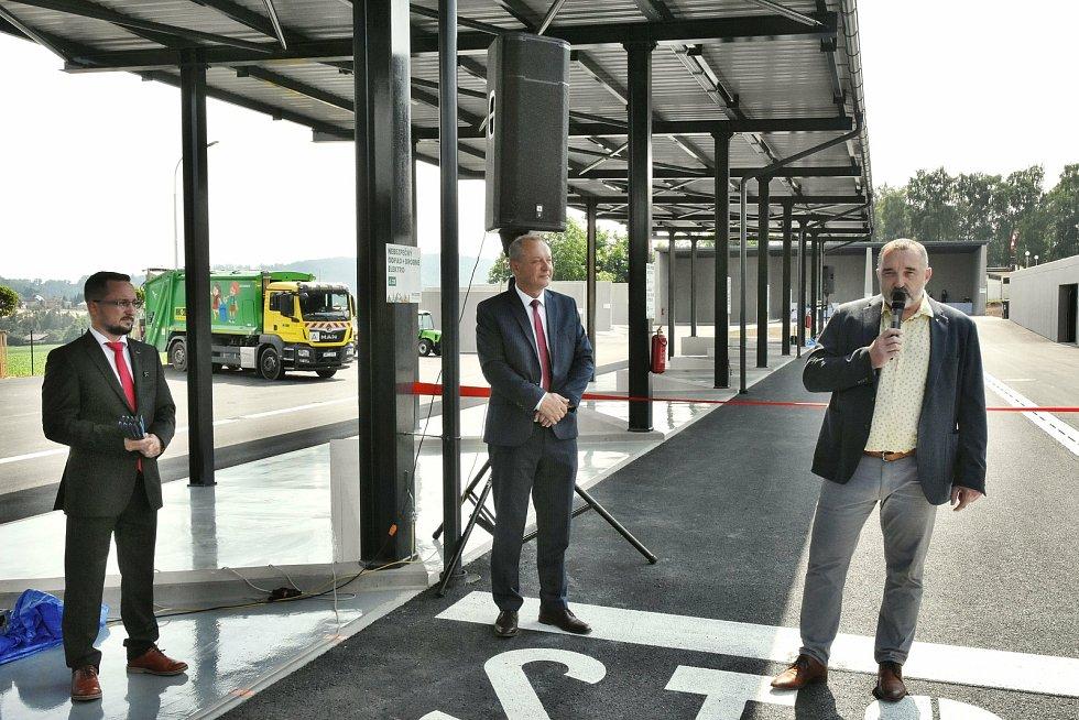 Vedení města Hranic a Ekoltesu slavnostně převzalo stavbu Ekocentra. 22. června 2021